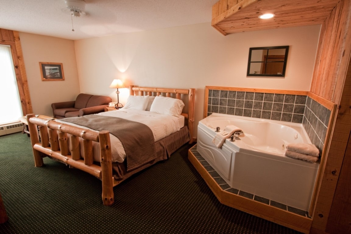 Sunset Stateroom - Cove Point Lodge