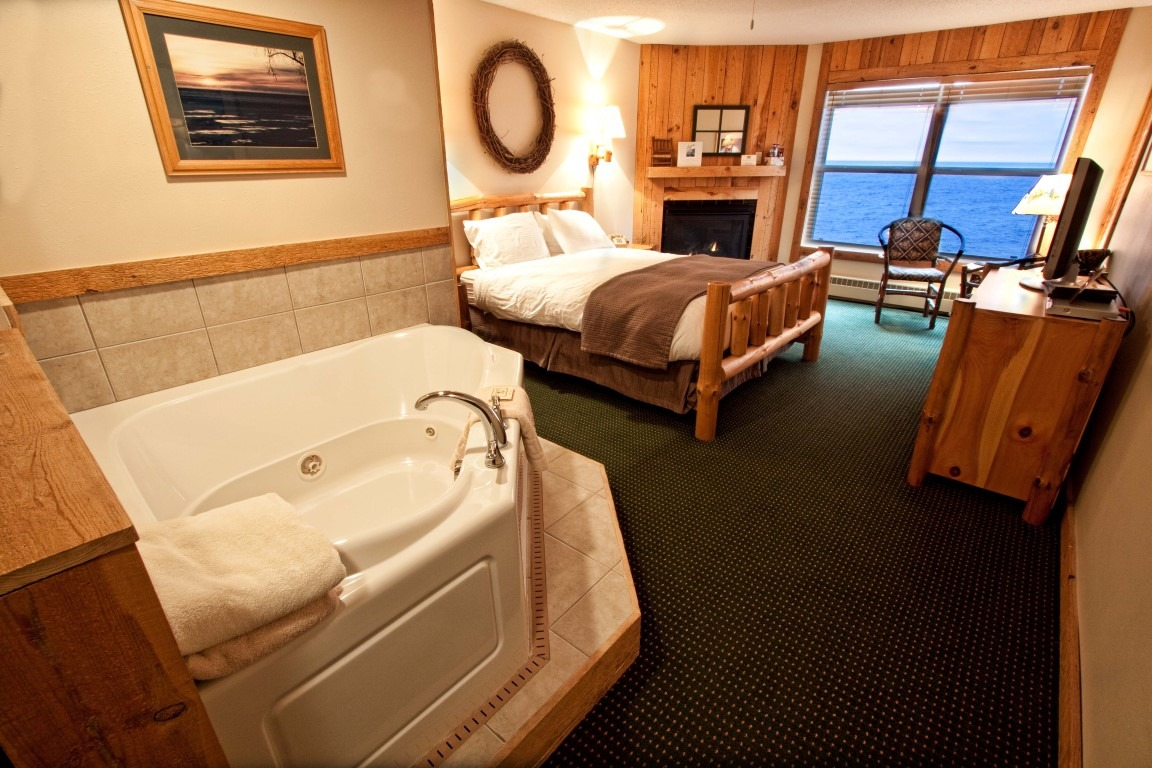 Waves Stateroom - Cove Point Lodge